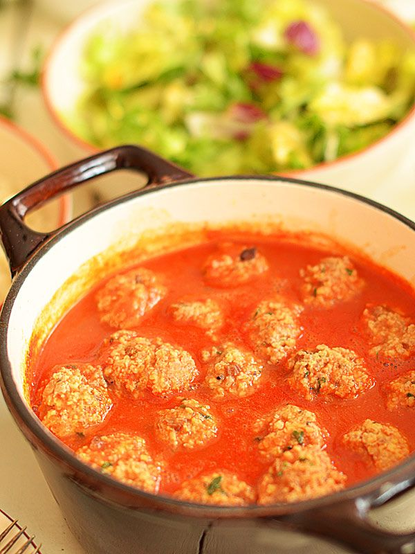 Pulpety z indyka z kaszą jaglaną w sosie pomidorowym (film video)