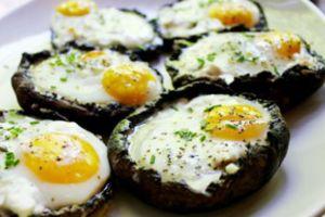 Γεμιστά μανιτάρια με τυρί και αυγά