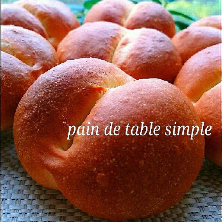 たまに食べたくなる《超シンプル❗》なパン…粉の本来の風味を思う存分楽しめる、とっても作りやすくて美味しいテーブルパンを焼きました❤  油脂も少なめ、材料もごく簡単なので、作りやすくておすすめです🍀  今回は準強力粉の「オーベルジュ」という粉を使いましたが、お好みの粉をお使いくださいね❤ (準強力粉がなければ、強力粉240㌘+薄力粉60㌘で代用可能です)  砂糖は焦げ目を付ける役割で10㌘を使いましたが、甘さはほとんど感じません。  逆に粉の風味を生かすために、塩気を利かせる感じで、いつもより多目です。  久しぶりに粉量300㌘を扱いましたが、頑張っただけ、美味しさも格別❗(→なんせ手捏ねなので…笑)  でもこの削ぎ落としたシンプルなパン、私的にはかなり好みです❤  デリやスープ、ポトフ等に合わせて、ぜひぜひ、食べてもらいたいパンです🎵