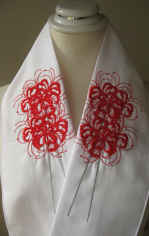 Read spider lilies embroidered by Fujiko-san on a kimono collar