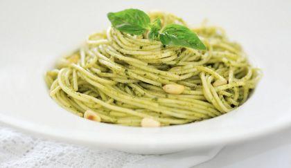 Sughi veloci: pesto di spinaci con noci e limone, per una pasta super light! | Cambio cuoco