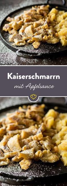 Süßes Pfannkuchendessert mit fruchtiger Apfelsauce - der fluffige Kaiserschmarrn ist nicht umsonst ein Klassiker.