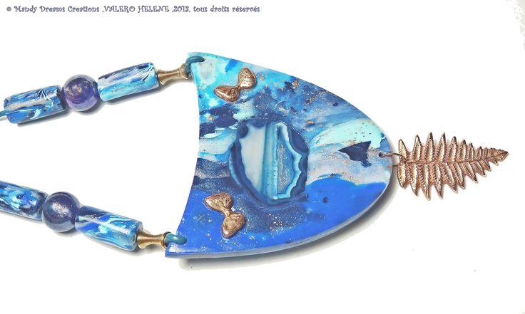 Collier plastron bleu ,Agate bleue,papillons et feuille en bronze doré modelé main : Collier par mandy-dreams-creations