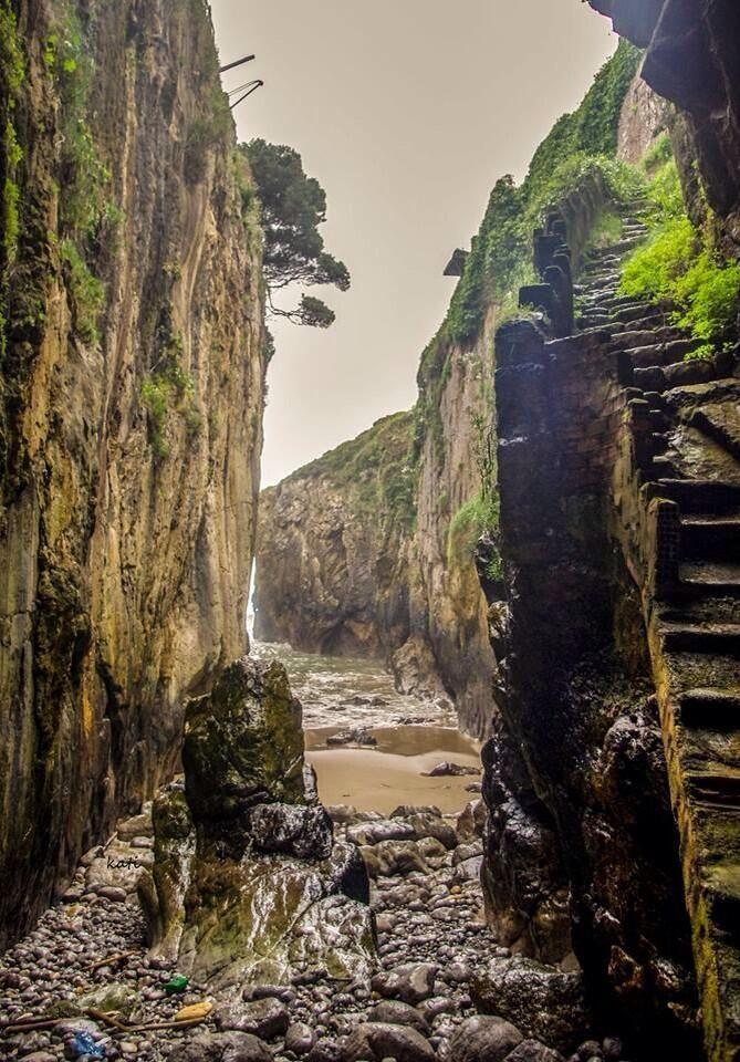 Amanece en este precioso rincón de #Asturias Cañón de Villahormes #Llanes foto: Kati García pic.twitter.com/Wvzbn18nWK