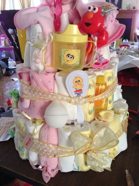 SUPER BABY DIAPER CAKE!! I LOVE IT!!
