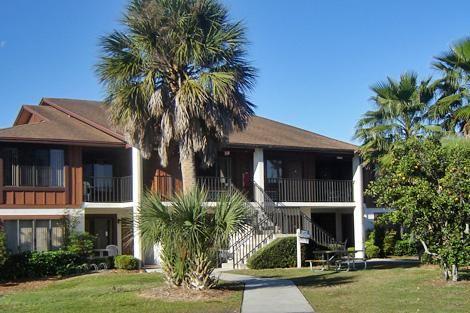 Cypress Cove ligt in hartje Florida, 40 km van Orlando op een terrein van 150 hectare in een bosrijke omgeving langs de oevers van het 20 ha grote Lake Tohopekaliga. Het is een mooi terrein met palmen en sinaasappelbomen en een plezierige ongedwongen sfeer...