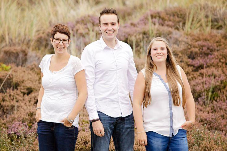 www.chantaltak-fotografie.nl ~ Broer en zussen foto, gemaakt tijdens de familie fotoshoot in de Schoorlse Duinen. #familie #fotoshoot #familiefotograaf #familieportret #Schoorlse #duinen