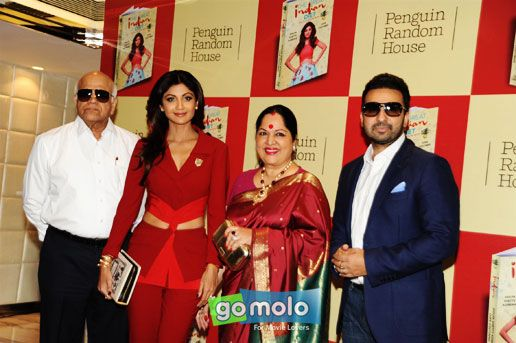 Surendra Shetty, Shilpa Shetty Kundra, Sunanda Shetty & Raj Kundra at the Launch of Shilpa Shetty Kundra's book 'The Great India Diet' at Sahara Star in Mumbai