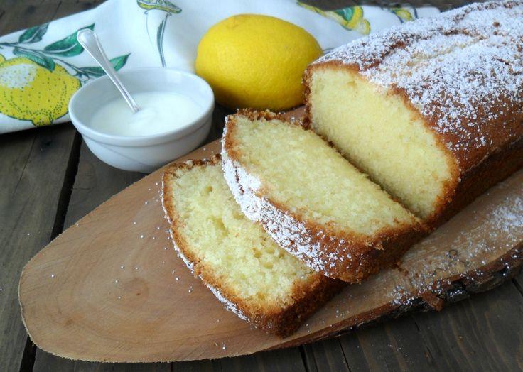 Soffice e delizioso il plumcake al limone e yogurt vi conquisterà fin dal primo assaggio. Ottimo per la prima colazione ma anche per una sana merenda!