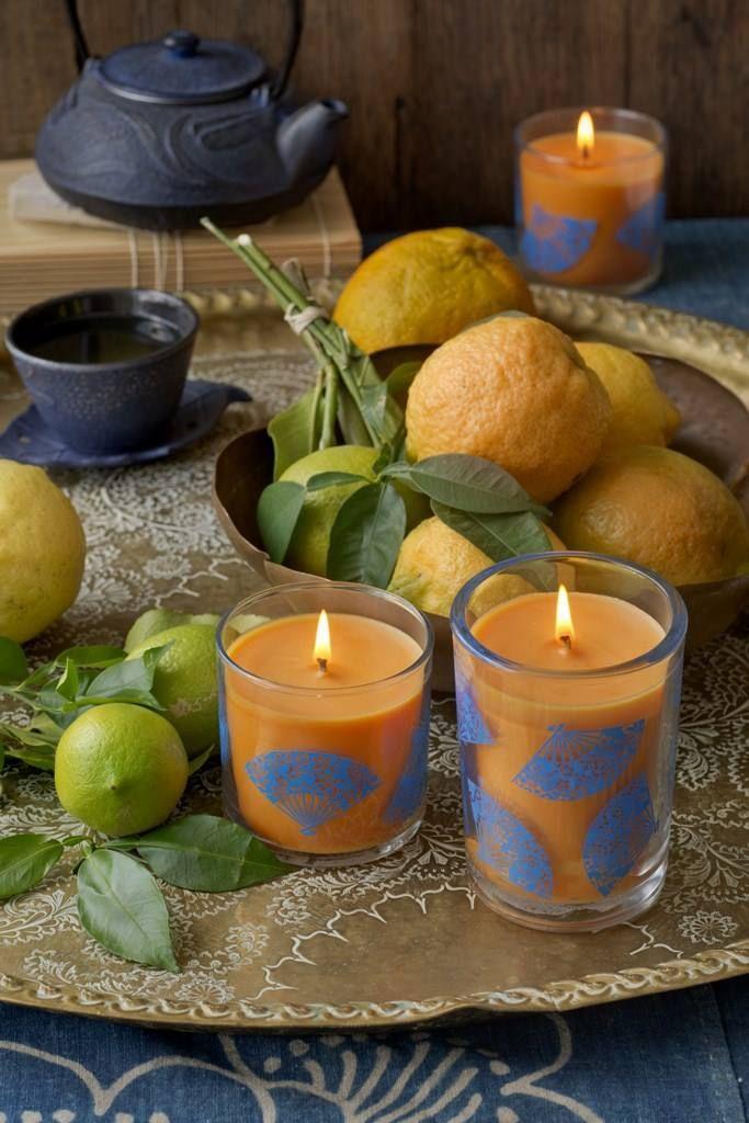 Japonské yuzu (Květinové) Únos na Dálný východ, kde se vzduch perlí citrusovým ovocem yuzu a kapkami leknínů.  www.partylite.cz www.partylite.sk