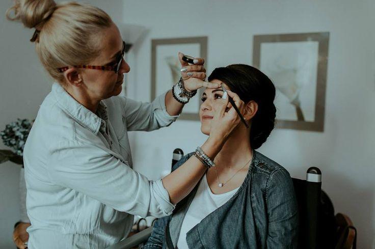 Podczas pracy- makijaż dla pięknej Panny Młodej Wizażystka: Małgorzata Dunder