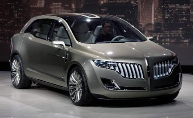 2016 Lincoln MKT front