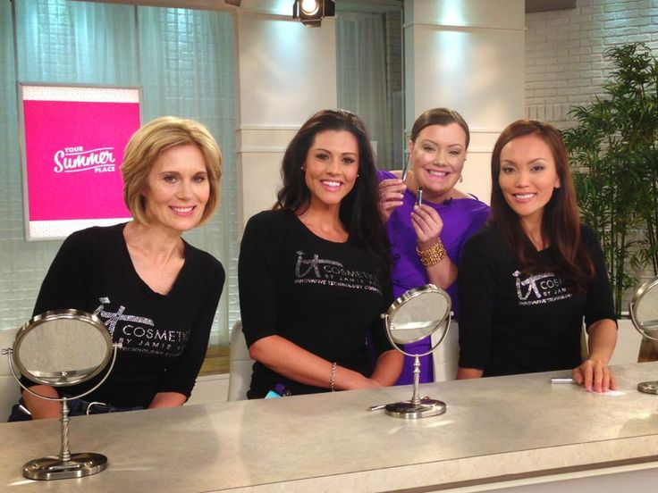 Jamie and the @QVC model crew!