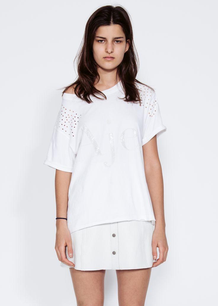 Astrid Holler wears Aje oversized boyfriend tee. #AjeTheLabel #AjeFashion #AjeSigantures #Tee #Oversized #Tshirt #Style #Fashion #StreetStyle #LogoTee #Trend #Trending #Staple #Basic