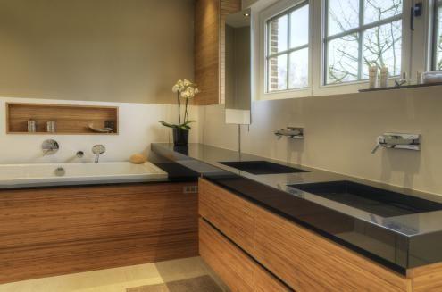 Een bamboe fineer onderkast in je badkamer   Assenti