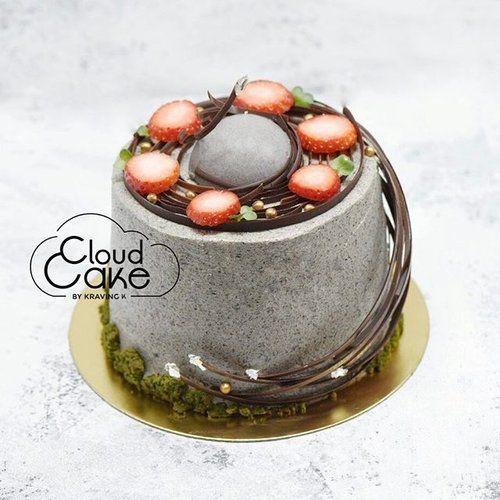 [Black Sesame Cloud cake] Fluffy Black sesame #cloudcake , Uji matcha jelly, Black sesame Hokkaido cream, crunchy base with valrhona chocolate , Uji matcha mousse, Tokachi Red Bean, black sesame mousse, edible flowers 🌺 •••••••••••••••••••••••••••••••••••••••••••••••••••••🍰Hokkaido fresh cream is available on your cloud cake only for a limited period of time •••••••••••••••••••••••••••••••••••••••••••••••••••••🌺Fresh edible flowers available with a minimum 7days notice…