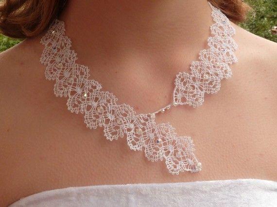 """Collier """"Florence"""" blanc en dentelle aux fuseaux et perles en cristal"""