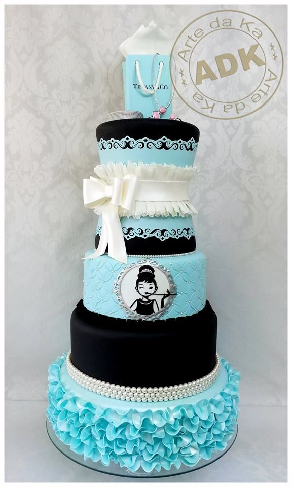 Loving this Breakfast at Tiffany's cake by Arte da Ka. Look at the bow, ruffles, and pearls! Fabulous.