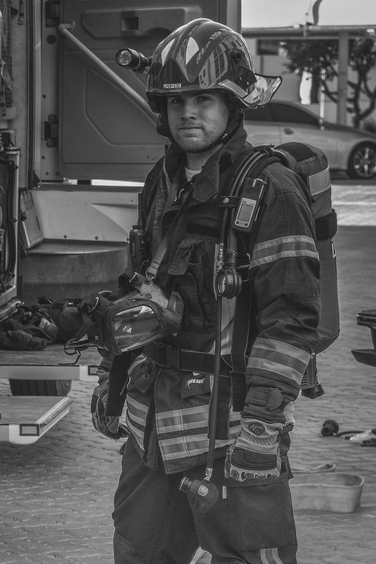 firefighting Chris Mayer #Feuerwehr #Abu #Dhabi #Feuerwehrmann #Police #Feuerwache #gruppenführer #Polizei #Ausland #Beruf #Brandbekämpfung #FwDV #Atemschutz #Blog #Auslandsreport #Emirate #Dubai #Golf #Scheich #Öl #Fahrzeug #Helm #Nomex #Bad #Homurg #Berufsfeuerwehr #Dräger #Rosenbauer #AWG #Hohlstrahlrohr #Flash #over #Backdraft #Feuer #Wasser #löschen #Schaum #Drehleiter