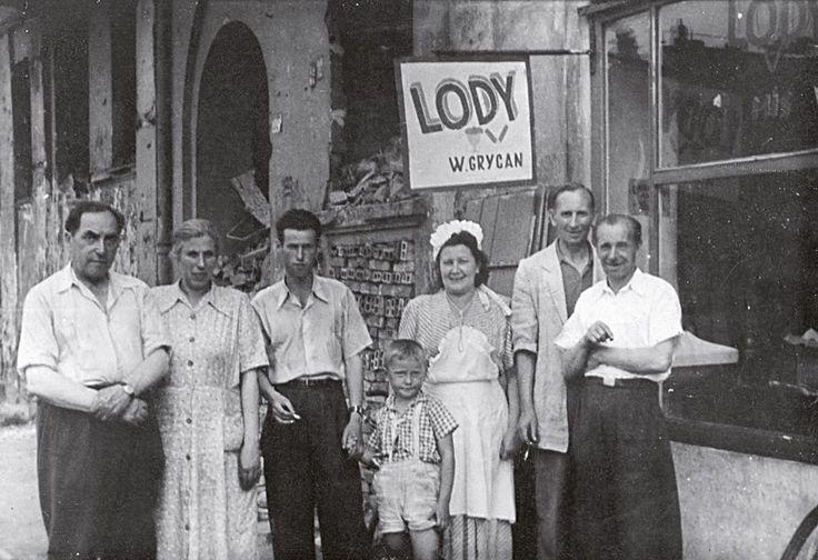 """""""Historia naszych lodów rozpoczęła się w dawnych, przedwojennych czasach, kiedy moja rodzina mieszkała jeszcze w Buczaczu na kresach wschodnich. Tam dziadek Grzegorz Grycan, wspólnie z moim ojcem Józefem, produkowali i sprzedawali swoje pierwsze lody…"""""""