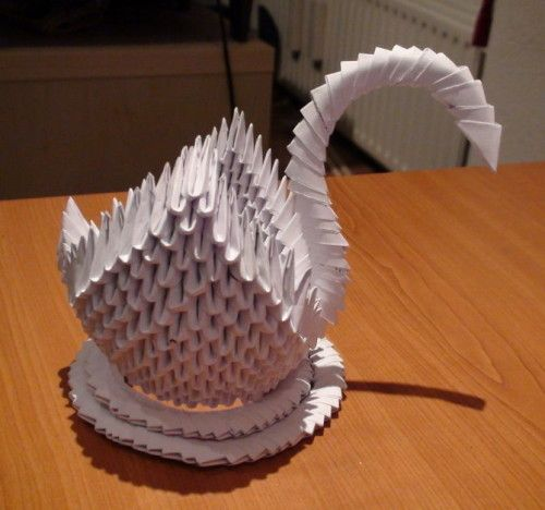 How to Make an Paper Swan 3D  In this origami video tutorial you will learn how to make an origami swan. Start cuting 16 sheets of paper A4 in to small rectangles. You need 484 pieces. Take a small rectangle fold it in half lengthwise and again  Continue reading   The post How to Make an Paper Swan 3D appeared first on Origami Blog.