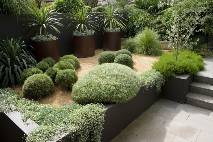 Peter Fudge. A sculptural garden with hints of formal elements from both Asian (Japanese) and European (French) traditions.