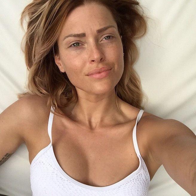 Caroline Receveur : instagirl #054. On a enfin trouvé une instagirl française avec Caroline Receveur. La blonde est sexy et cartonne, on adore. Instagram.