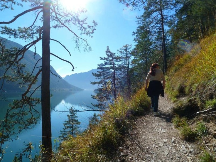 Achensee. Wunderschöne Landschaft! Link zur Tour: http://www.outdooractive.com/de/wanderung/achensee/entlang-des-achensees/1385780/ (Autor: Frank Dehnert, Quelle: outdooractive.com-Community) See, Sonne, Herbst, Sommer