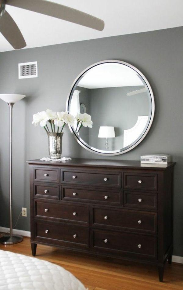 Wandfarbe Grau   Eine Immer üblichere Lösung Bei Der Innengestaltung Stellt  Die Kombination Von Grauen Wänden Mit Gelben Kunstwerken, Möbeln Und  Accessoires