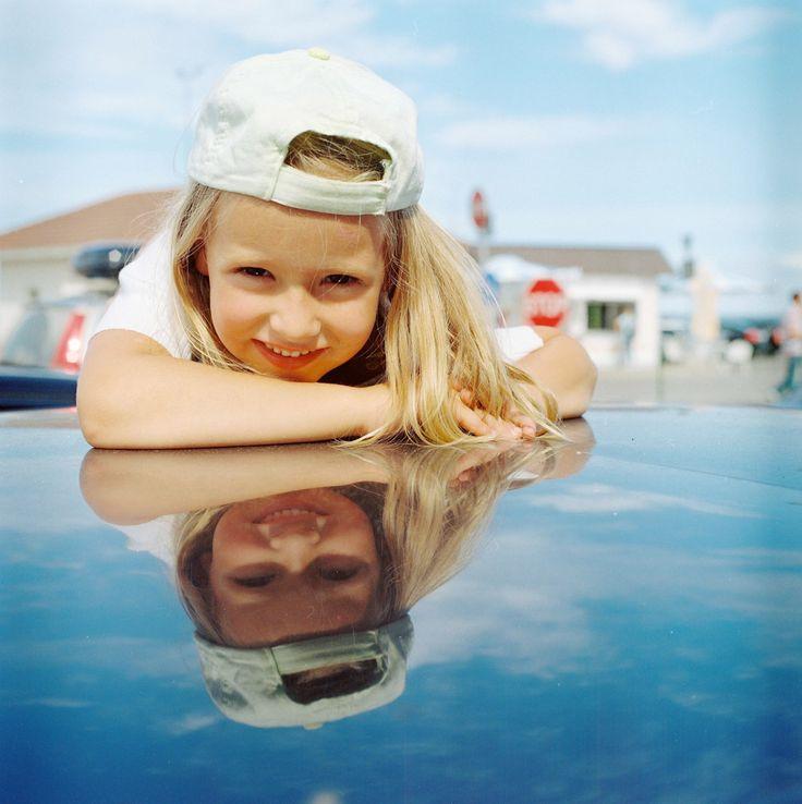 [フリー画像素材] 人物, 子供, 少女 / 女の子, 反射 / 鏡像, エストニア人, 外国の子供 ID:201308280600