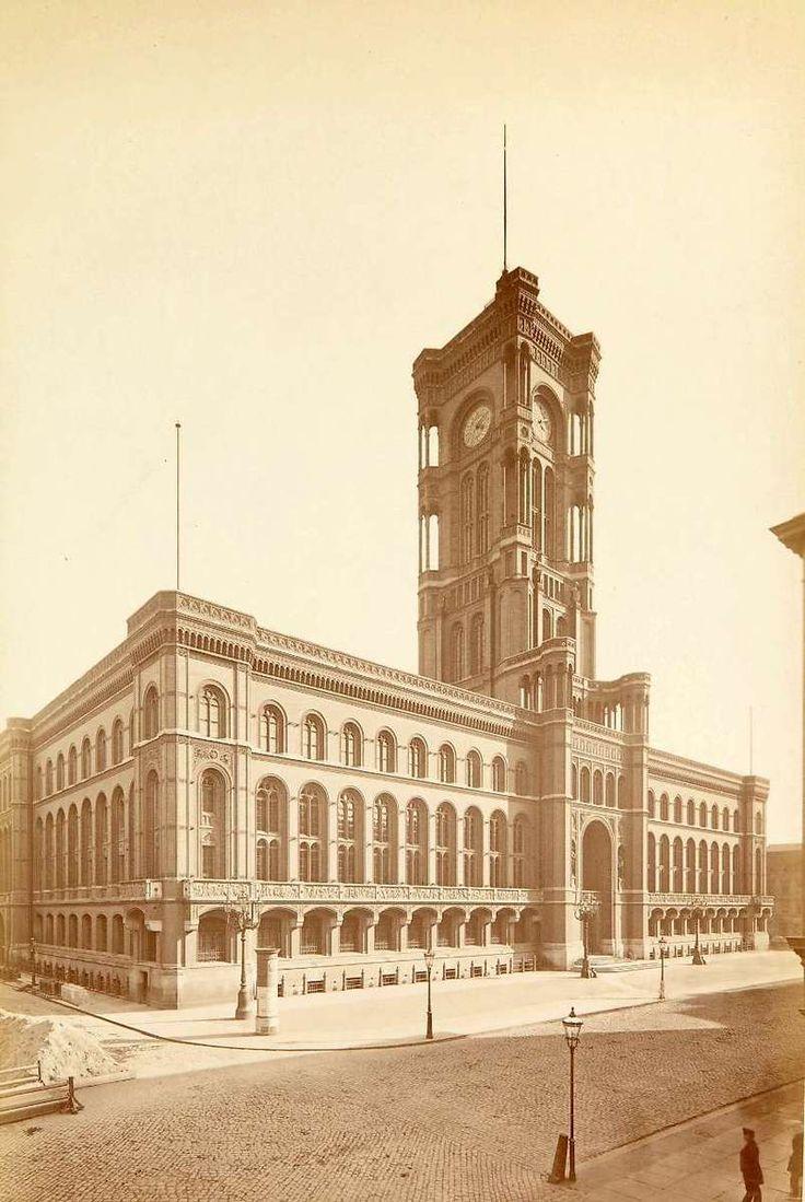 Das neue Berliner Rathaus, 1881 © Stadtmuseum Berlin   Foto: Hermann Rückwardt