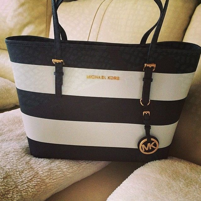 Bought this bag 3 years ago and Im still in love with it!