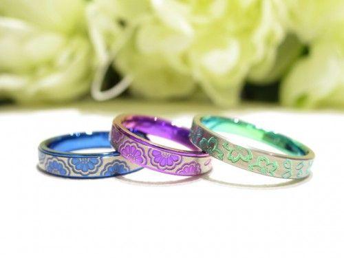 結婚指輪 チタンリング。色鮮やかな結婚指輪です。詳しくは、高崎工房スタッフブログ「チタンリングの、あの色って???」でご紹介しています。