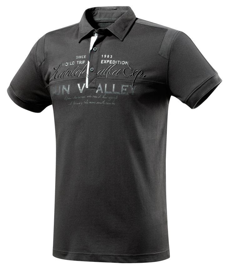ELLAN  Short-sleeved polo shirt, polycotton jersey 170 gsm  €49.95    http://estore-uk.sun-valley.com/printemps-ete-2012/homme/t-shirt-polo-shirt/ellan.html#    _    ELLAN  Polo manches courtes, jersey polycoton 170g  49,95 €    http://estore-fr.sun-valley.com/printemps-ete-2012/homme/tee-shirt-polo/ellan.html
