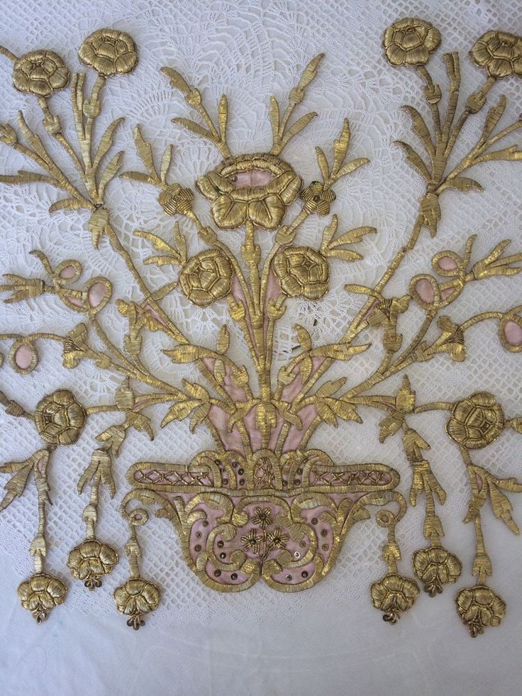 Sultanottomans detached this Embroidery from it's Fabric and now it can be sewn to new and healthy silk. (Pharyah)