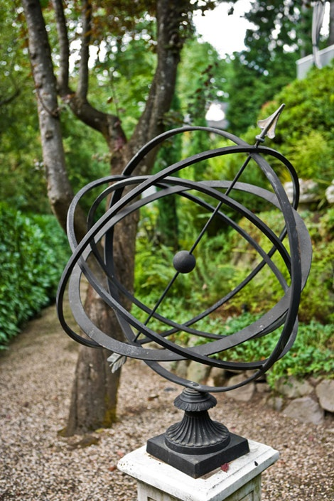 Armillary armillary spheres and sundials pinterest for Statue jardin moderne
