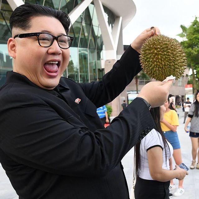 شبيه بالزعيم الكوري الشمالي كيم جونغ أون يظهر في سنغافورة متجولا في المناطق السياحية ويجذب أنظار الناس Getty Images Kimjonghyun Korea Nor Instagram