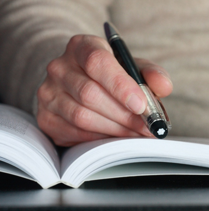This pen translates languages while you read. It's quite the advancement.