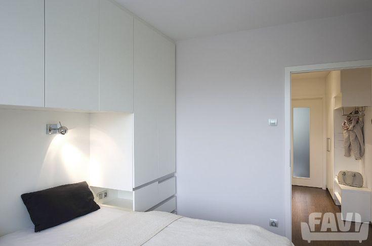 Minimalistické ložnice inspirace - Panelákový byt Praha 10 | Favi.cz