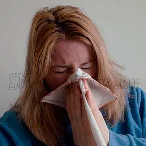 Слизь играет важную роль для нашего здоровья, но когда ее вырабатывается слишком много, она превращается из полезного материала в опасного противника.  Ее избыток ухудшает самочувствие, вызывает нарушения дыхания во сне, храп и апноэ.  Раздражительность, постоянный кашель, отекшие по утрам глаза указывают на скопившуюся слизь.  В статье: зачем нужна слизь в организме, чем опасно ее перепроизводство, провоцирующие факторы, симптомы.
