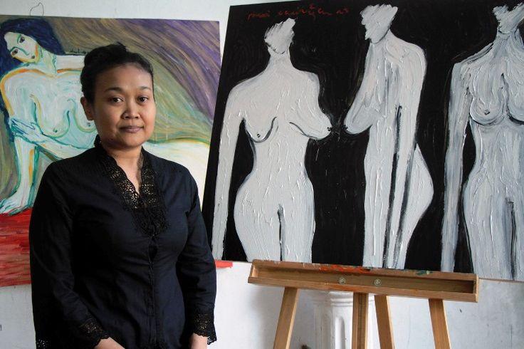 Pelukis Dewi Candraningrum: Perempuan telanjang, simbolisme ekologi yang rusak
