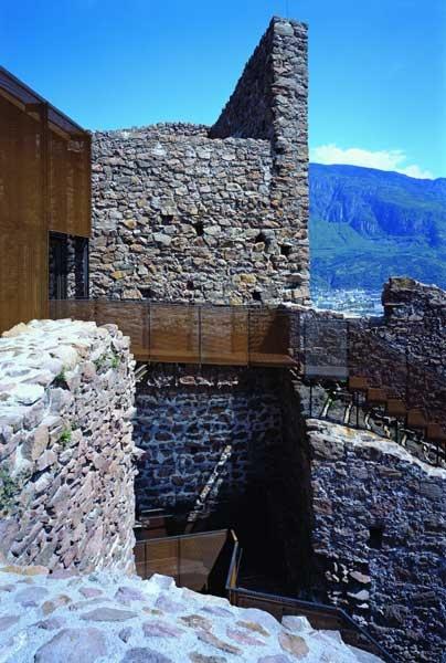 """""""rivitalizzazione"""" Castel Firmiano, Messner Mountain Museum su progetto di Werner Tscholl - esterno"""