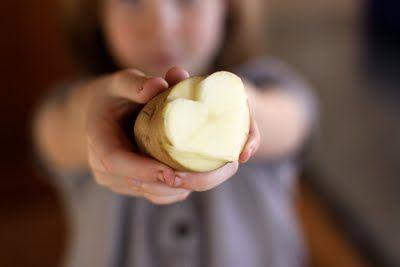 Potato HeartDiy T-Shirt Prints, Potatoes Prints, Potatoes Art, Potatoes Painting, Prints Clothing, Crafty Diy, Crafts Hacks, Diy Prints Kids Clothing, Potatoes Stamps