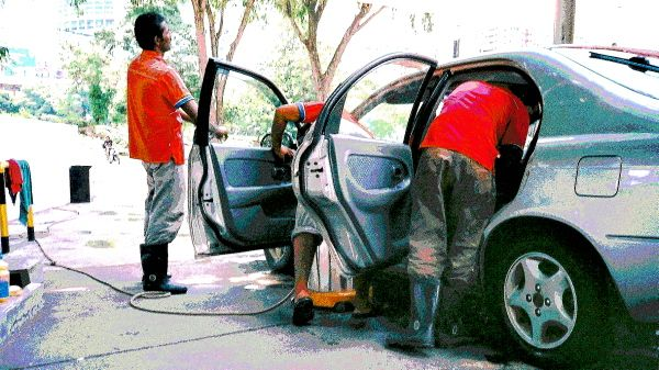 Olympus XA 1: Scenes At The Car Wash 05