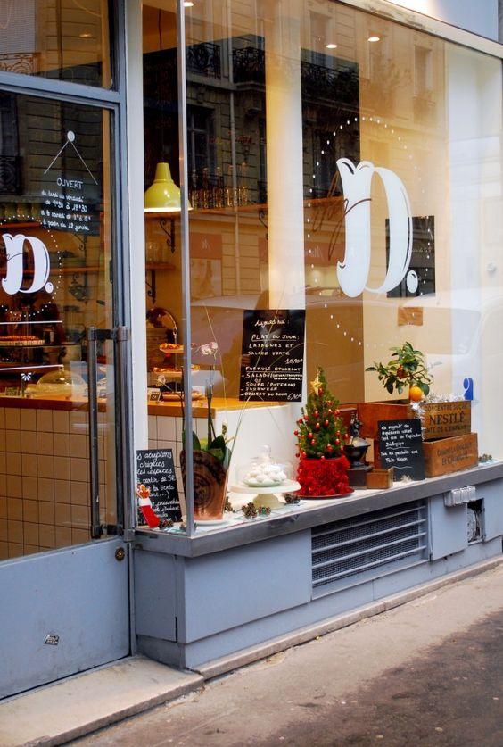Chez D. 220 Rue Saint Jacques Paris 5 lundi vendredi 8.30 – 18.30 samedi 11.00 – 18.00    Café dès 1,90 Formule midi 15€ : plat du jour / dessert / café plat du jour 10€ Tea time à 9€ : scones avec beurre battu et confiture  / thé ou café / Petit déjeuner à 8€ : boisson chaude / tartines ou granola / jus d'orange pressé