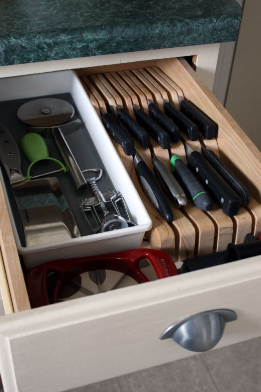 Best 25 cutlery drawer insert ideas on pinterest for Silverware storage no drawers