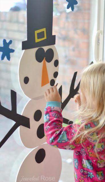 Schneemann aus Moosgummi, einfach mit Wasser an Fenster oder auf Fliesen kleben... das werde ich ausprobieren!