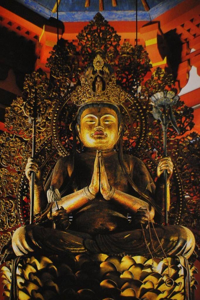 興福寺木造不空羂索観音坐像:変化観音と呼ばれ、手に持つ羂索で、人びとの願いを空しいものにしない誓願を持っている。12世紀後半に約15ヶ月を費やして、運慶の父・康慶とその弟子達が造ったもの。