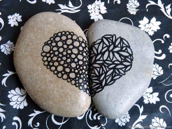 Décor cœur sur deux moitiés de galets