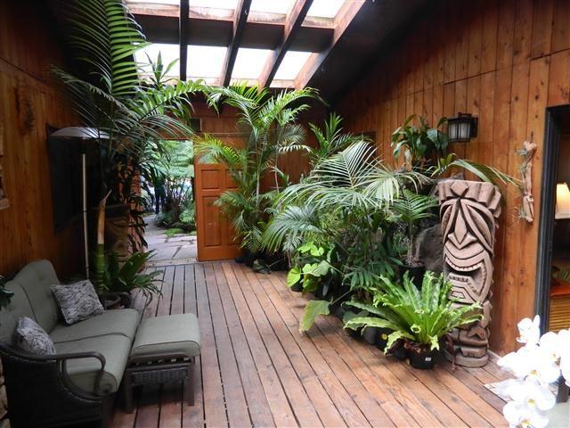 High Quality Tropical Patio Decor